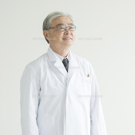 微笑む医者 FYI00491438