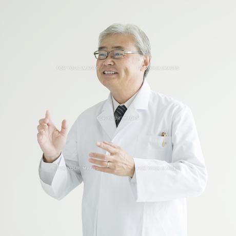 微笑む医者 FYI00491442