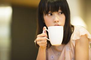 お茶する女性の素材 [FYI00491549]