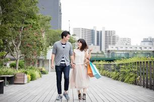 デートをするカップル FYI00491663