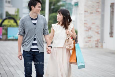 デートをするカップル FYI00491671