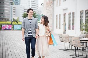 デートをするカップル FYI00491678