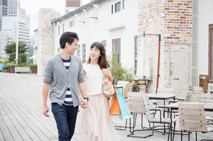 デートをするカップル FYI00491679