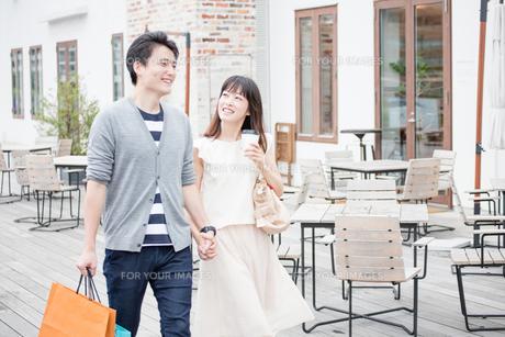 デートをするカップル FYI00491687