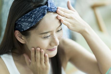 若い女性のスキンケアイメージ FYI00491801