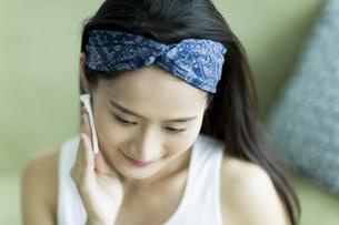 若い女性のスキンケアイメージ FYI00491805