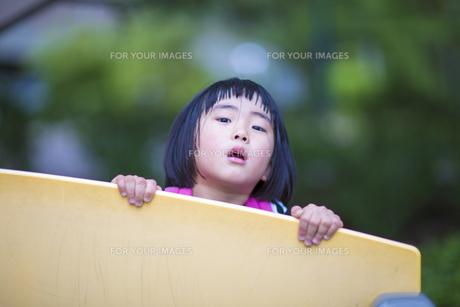 公園で遊ぶ子供 FYI00541540
