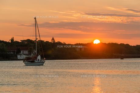 クト湾に沈む夕日 FYI00541816