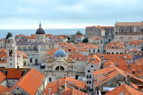クロアチアのドゥブロブニクのオレンジ屋根が美しい街並 FYI00543847
