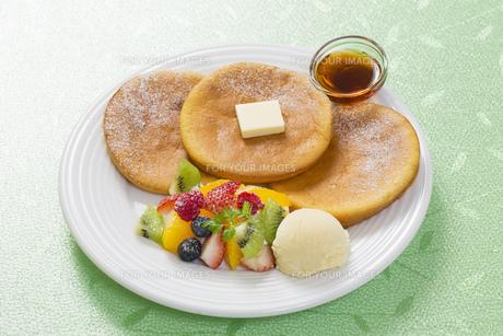 パンケーキとフルーツアイスのスイーツ FYI00544793