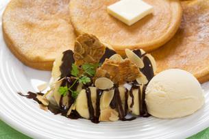 パンケーキとアイスのスイーツ FYI00544796