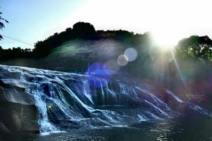 滝 FYI00545324