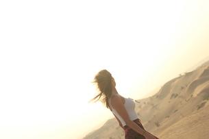風纏う異国の女性 FYI00549632