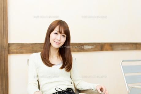 爽やかな若い女性 FYI00558314