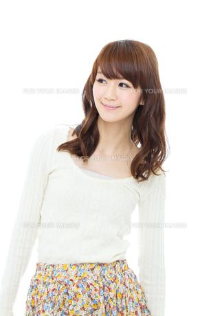爽やかな若い女性 FYI00558559