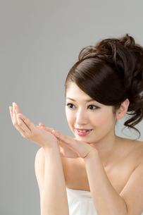 肌の綺麗な女性 FYI00559231