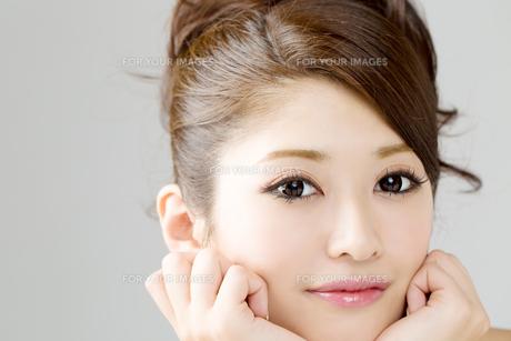 肌の綺麗な女性 FYI00559236