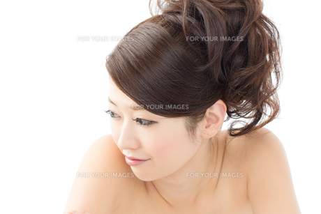 肌の綺麗な女性 FYI00559248