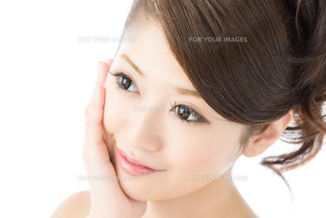 肌の綺麗な女性 FYI00559293