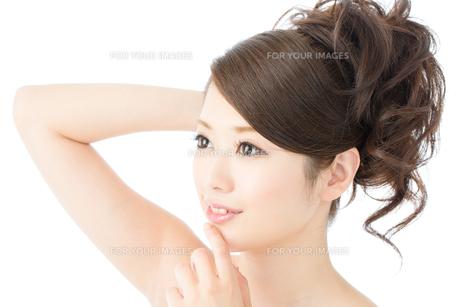 肌の綺麗な女性 FYI00559298