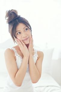 肌の綺麗な女性 FYI00559408