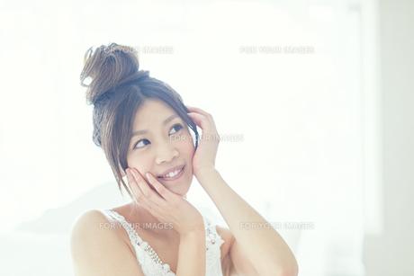 肌の綺麗な女性 FYI00559460
