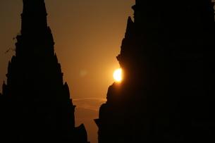 夕日に影るワットチャイワタラーナーム FYI00572051