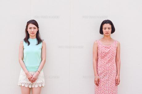 女性二人のポートレート FYI00603443