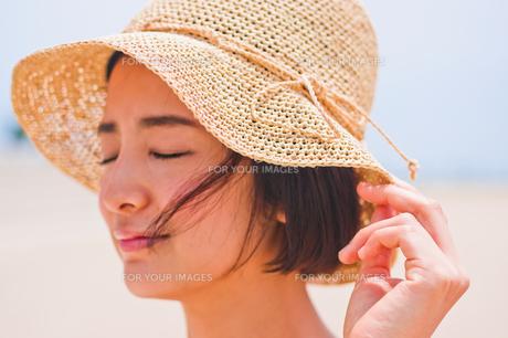 帽子を被った女性 FYI00603466