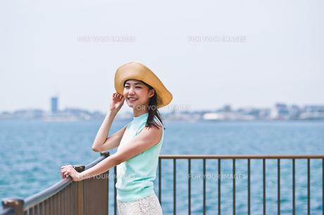 帽子を被った女性 FYI00603492