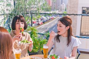 女子会の食事シーン FYI00603700