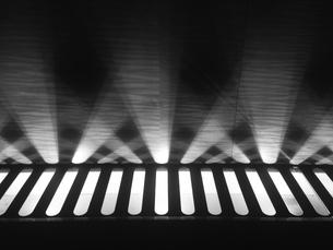 ステージライト 舞台の始まり モノクロ FYI00604191