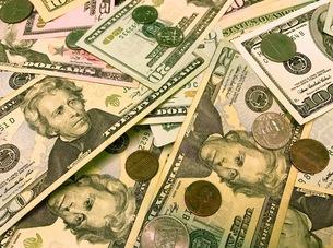 ドル札とコインのクローズアップ FYI00604192