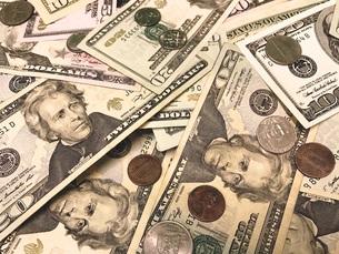 ドル札とコインのクローズアップ FYI00604199