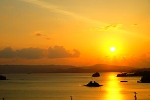 海に浮かぶ夕焼けの道 FYI00605089