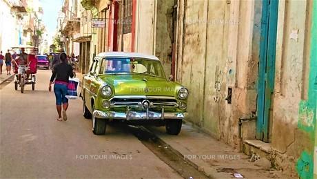 黄緑のクラシックカー FYI00620104