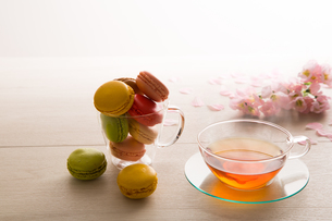 マカロンと紅茶 FYI00632830