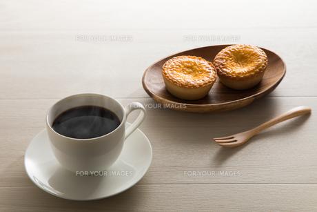 コーヒーとエッグタルト FYI00633035