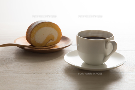 コーヒーとロールケーキ FYI00633040