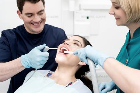 Woman under dental treatment. FYI00637864