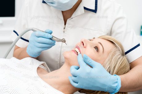 Woman ready for a teeth whitening. FYI00637890
