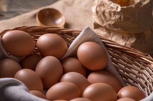 Brown eggs FYI00642922