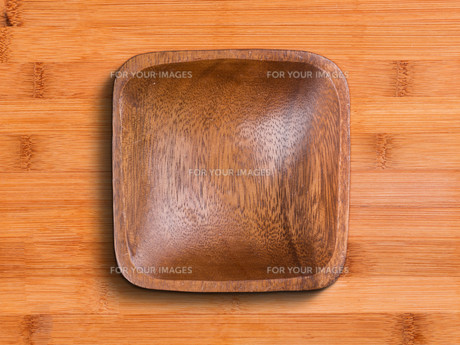 Wooden bowl FYI00644283