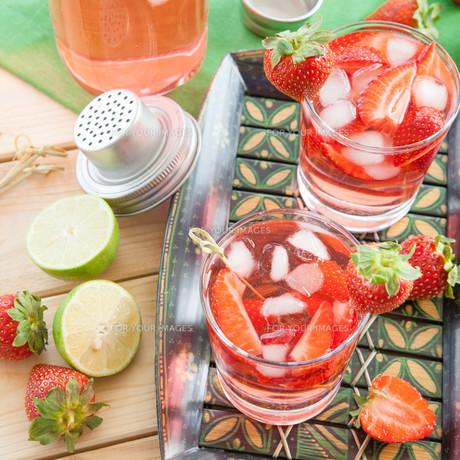 homemade strawberry punch FYI00645717