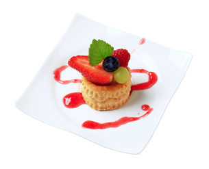 Custard filled vol-au-vent with fruit FYI00650362