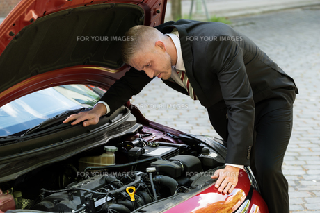 Man Watching The Engine Of A Car FYI00654162