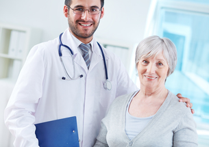 Elderly woman and her doctor FYI00659773