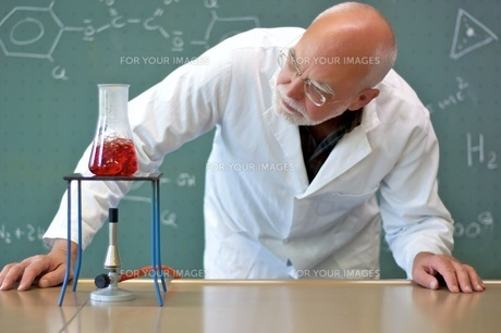 professor experimenting in a laboratory FYI00667466