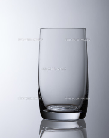 simple empty water glass FYI00687730
