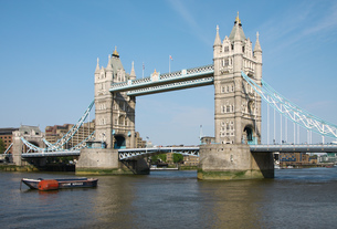 tower bridge in london FYI00701590